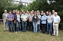 Les étudiants de la promotion 2011-2012 et leurs tuteurs, accompagnés du responsable de formation et d'un ancien DRH
