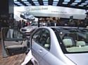 À l'occasion du Mondial de l'automobile, Mercedes recrute des commerciaux pour son réseau de concessions.
