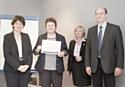 La cérémonie de remise des diplômes le 18 mars. A droite, Jean-Marc Carlouet, DRH du groupe Prévoir.