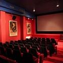 La Maison de l'Épargne, à Paris, propose notamment une salle de projection pour l'animation des séminaires ou conférences.