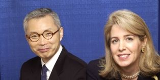W.Chan Kim et Renée Mauborgne, enseignants à l'INSEAD et auteurs de la Stratégie Océan Bleu