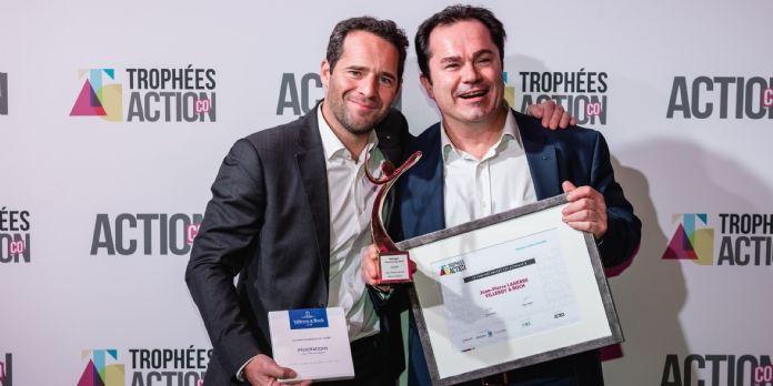 Bruno Ruffié (Smarbox) remet le Trophée Argent à Jean-Pierre Laherre (Villeroy & Boch)