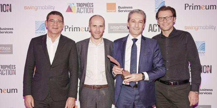 Vianney Leveugle de Geodis (deuxième à droite) entouré de Salesapps (Stéphane Renger à droite et Georges da Silva à gauche), accompagnés de François Guy