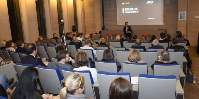 Pour cette 10 ème édition, Jean Muller, Président des DCF accueille écrivains et experts de la fonction commerciale.
